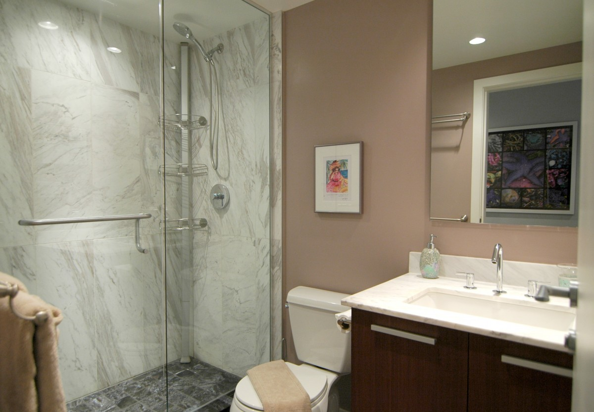 MAIN-BATHROOM-with-hallway-artworkJPG
