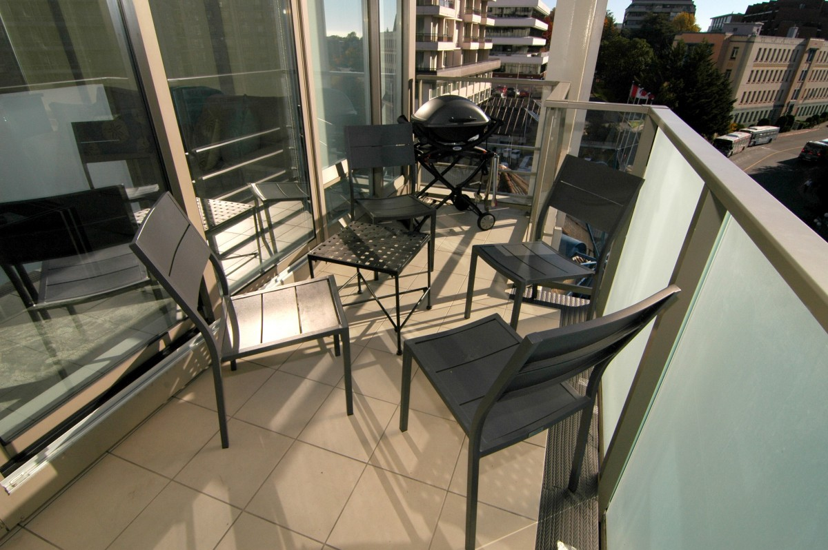PATIO-4-chairs-and-barbequeJPG
