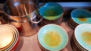 KITCHEN-dishespotsmixing-bowls-300x169